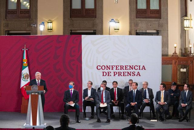 """López Obrador firma convenio con Televisa, TV Azteca, Imagen y Milenio para regresar a clases por televisión """"somos pioneros en este sistema"""", resaltó"""