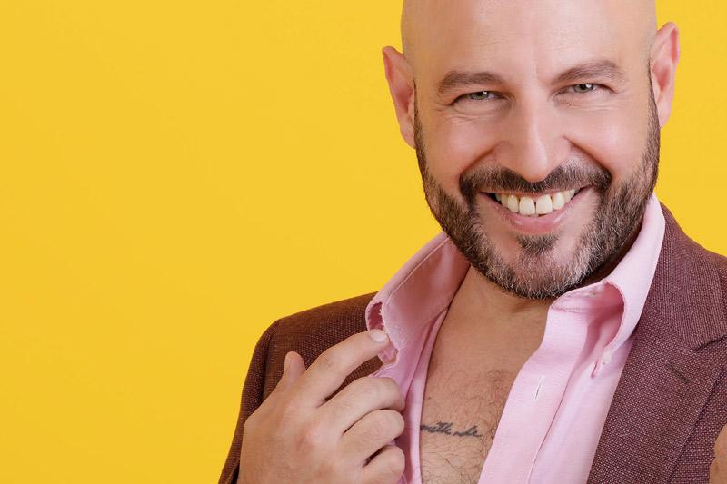 Pedro Kóminik se integra a Ipstori con la serie erótica El Nigromante