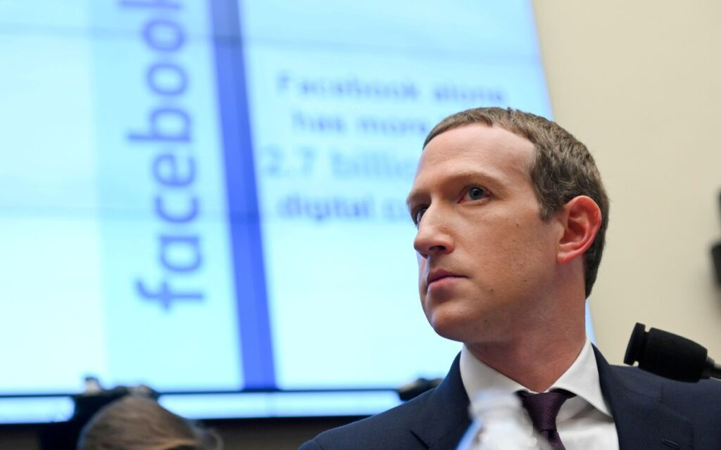 """AMLO llama prepotente a Zuckerberg por censurar a Trump; alerta sobre posible creación de """"gobierno mediático mundial"""""""