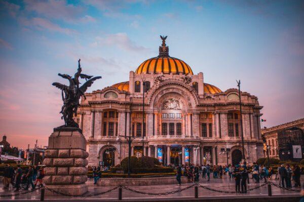 MÉXICO, UNA DE LAS POTENCIAS TURÍSTICAS MENOS AFECTADAS POR COVID-19