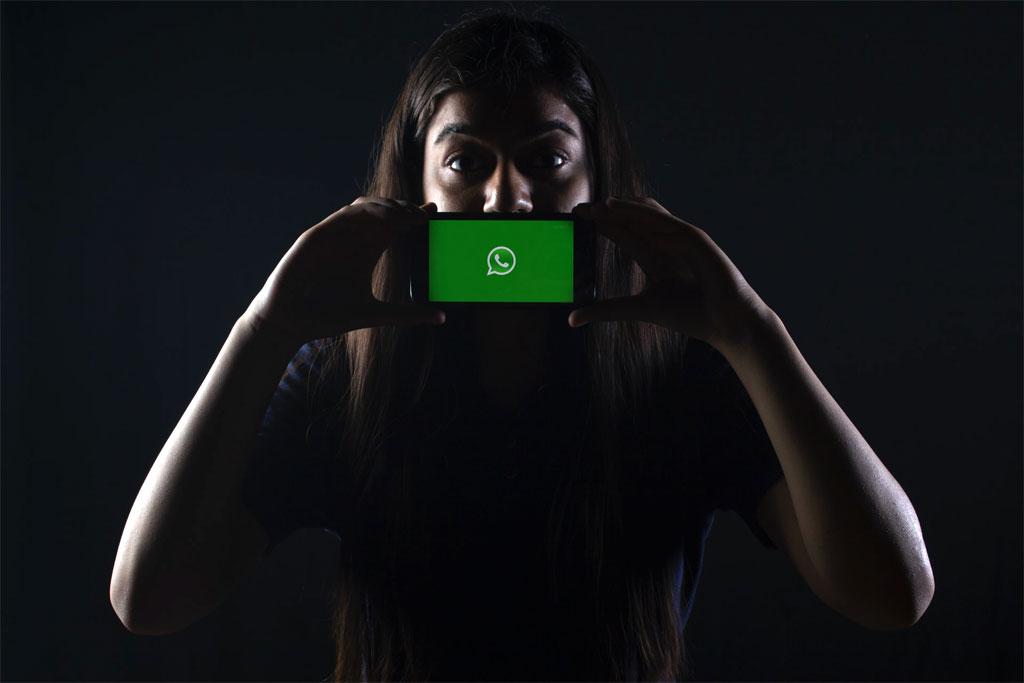 WhatsApp ofrecerá al mejor postor nuestros datos, como ya lo hacen Facebook e Instagram: Luis Hurtado