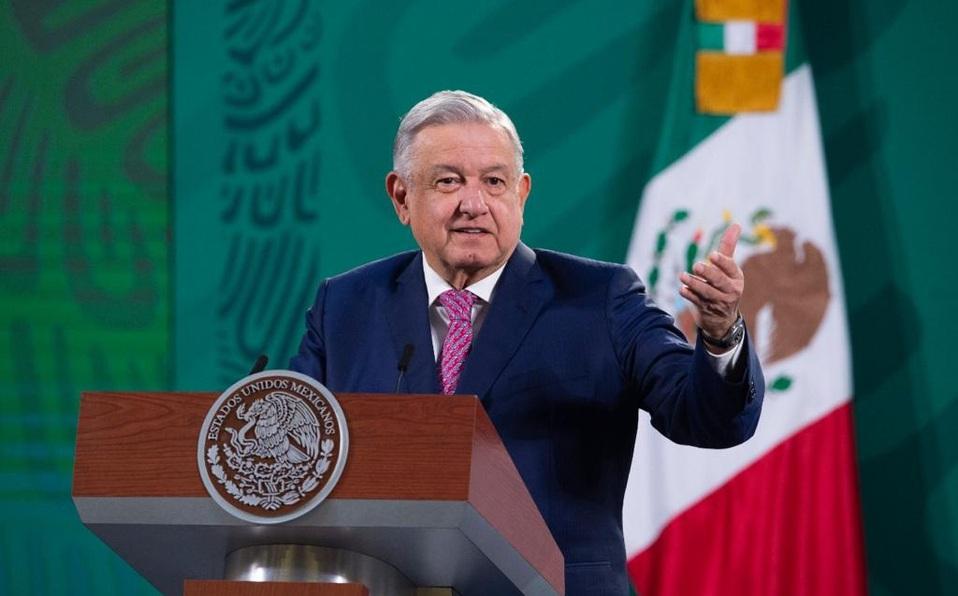 Medios conservadores muy corruptos, reitera López Obrador