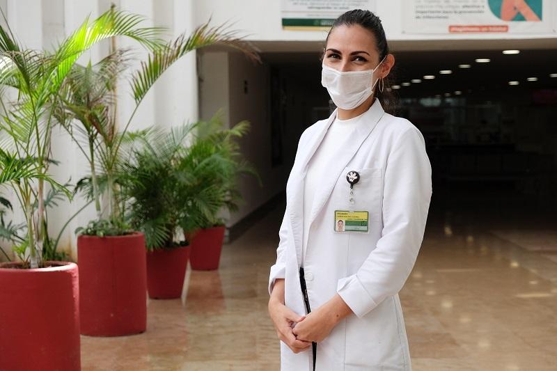 Mujer, madre, profesionista y trabajadora del IMSS Quintana Roo lucha a diario contra el COVID-19