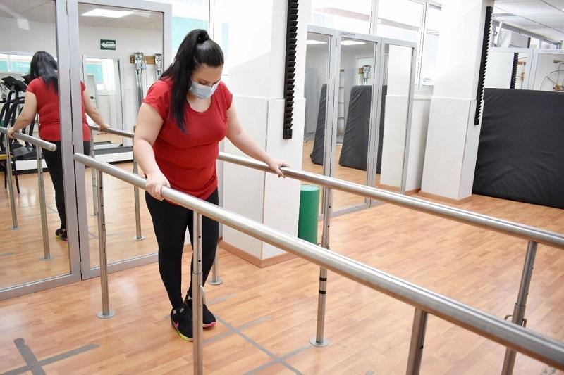 Médicos del IMSS en Sinaloa extirparon tumor en la columna de Laura y recuperó la movilidad
