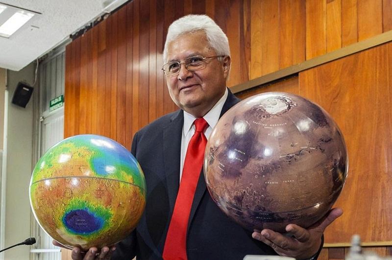 """""""Rafael Navarro"""" ya está en marte; una montaña lleva el nombre del científico de la UNAM."""
