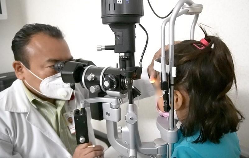 Especialistas de IMSS Chiapas devuelven la vista a menor que sufrió desprendimiento de córnea