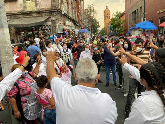 """""""El Oso"""" va por el voto de los comerciantes que trabajan en la vía pública"""