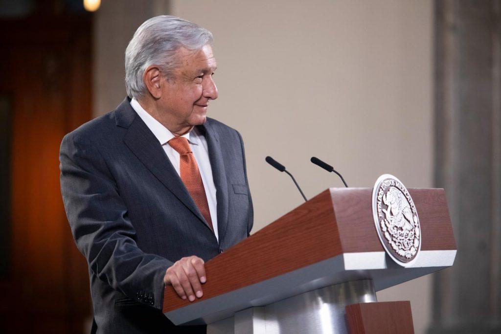 """Gobierno federal insiste en secretarias realicen las funciones de los órganos autónomos, """"sólo ayudan a intereses particulares"""": López Obrador"""