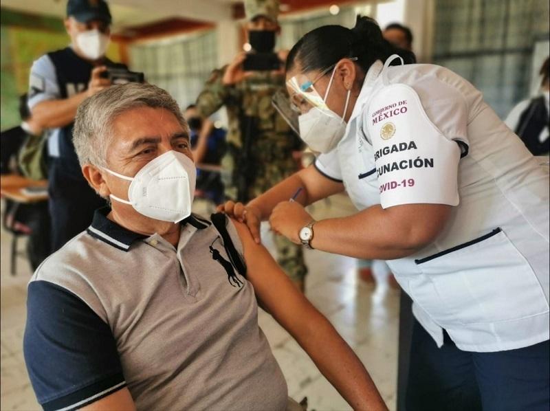 Se han aplicado 1 millón 821 mil 613 vacunas contra covid-19 a personal médico y adultos mayores en la Ciudad de México.