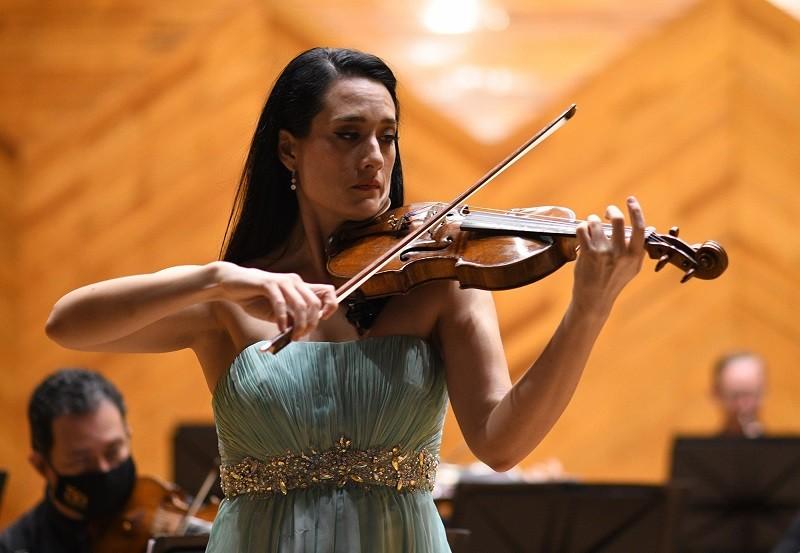 Debuta violinista mexicana Shari Mason como solista en la Orquesta Sinfónica del Estado de México