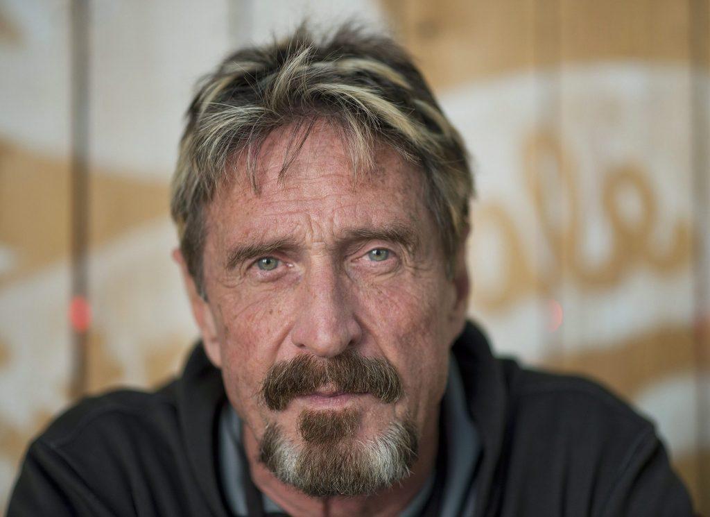 Muere creador del antivirus McAfee, al parecer se  suicidó en su celda en Barcelona