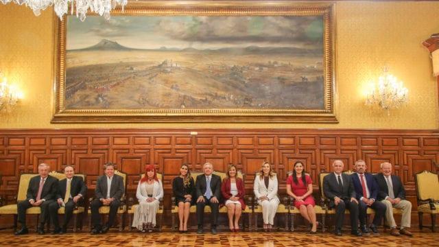 López Obrador y gobernadores electos de Morena conversan acerca de temas regionales