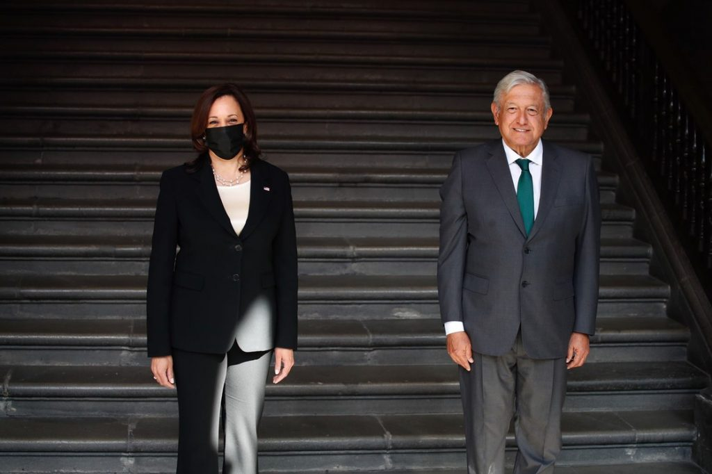 López Obrador Kamala Harris y se reúnen en Palacio Nacional para abordar asuntos migratorios