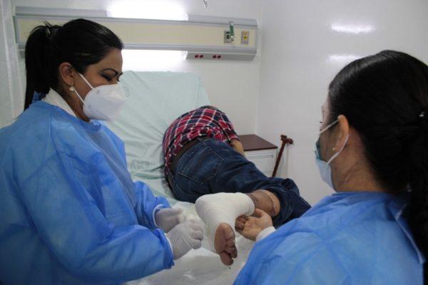 Cirujanos plásticos del IMSS salvan la pierna de un hombre con quemaduras de tercer grado