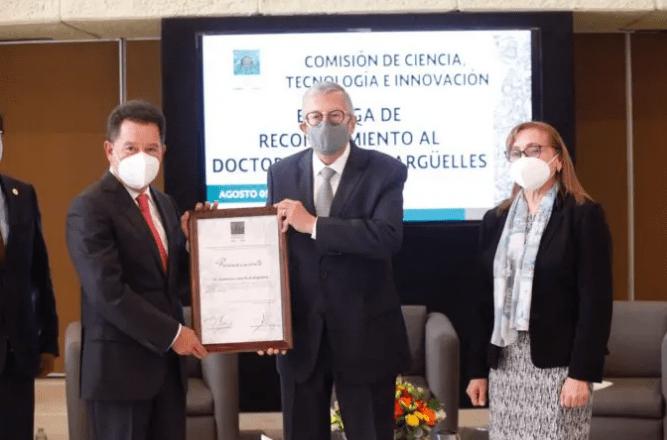 La Comisión de Ciencia, Tecnología e Innovación entregó reconocimiento al doctor Guillermo José Ruíz Argüelles