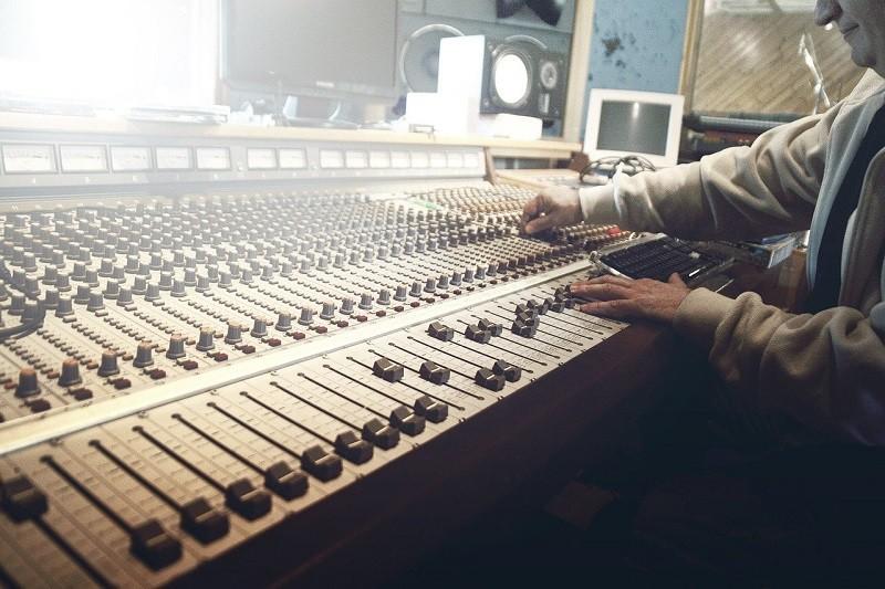 El IFT recibe 155 interesados para las 319 frecuencias de AM y FM a licitar de radio