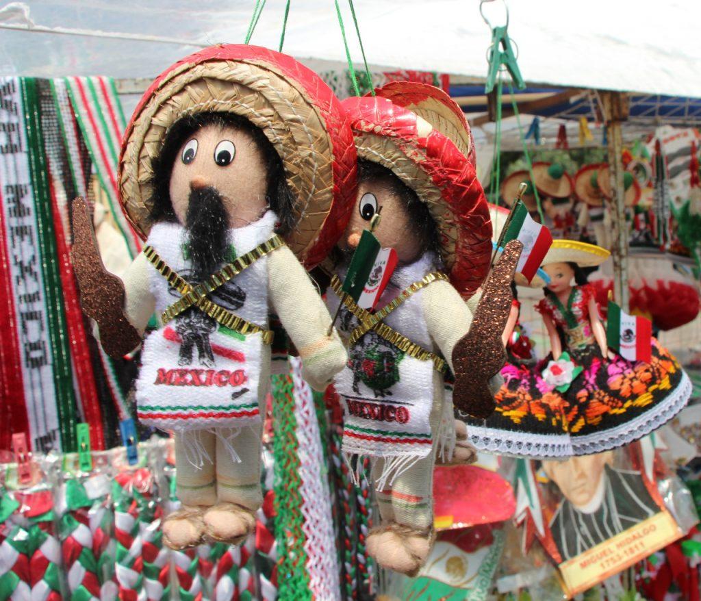 Artesanos de diversos estados ofertan productos  en Xochimilco