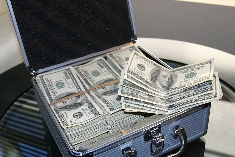 FGR obtiene vinculación a proceso en contra de dos personas detenidas con dólares americanos