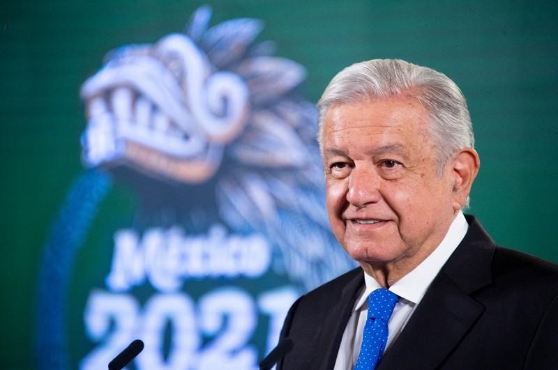 """""""No hay interés en retirar concesiones"""" a Telmex, dice AMLO"""