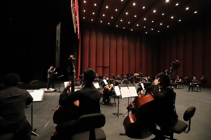 Recibe Orquesta Filarmónica Mexiquense a Rodrigo Macías como Director Huésped